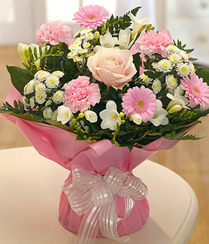 Mothers Day Flowers From 1199 Make Mum Smile Eflorist