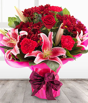 red roses and chrysanthemums with pink lilies flor